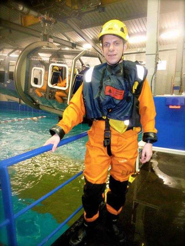 Damien Menu lors d'une formation Offshore - Simulation de crash d'hélicoptère